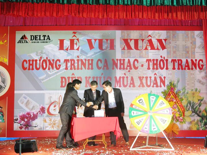 11 va vo cung ngac nhien, Ong Truong Tuan An - PBTTT Huyen uy Hoang Hoa la vi khach dau tien trung loc cua cong ty